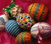 Ovos de Páscoa pintados representam a fertilidade das deusas lunares