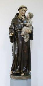 Santo Antônio é sincretizado com Exú na Umbanda e a comemoração ocorre dia 13 de Junho